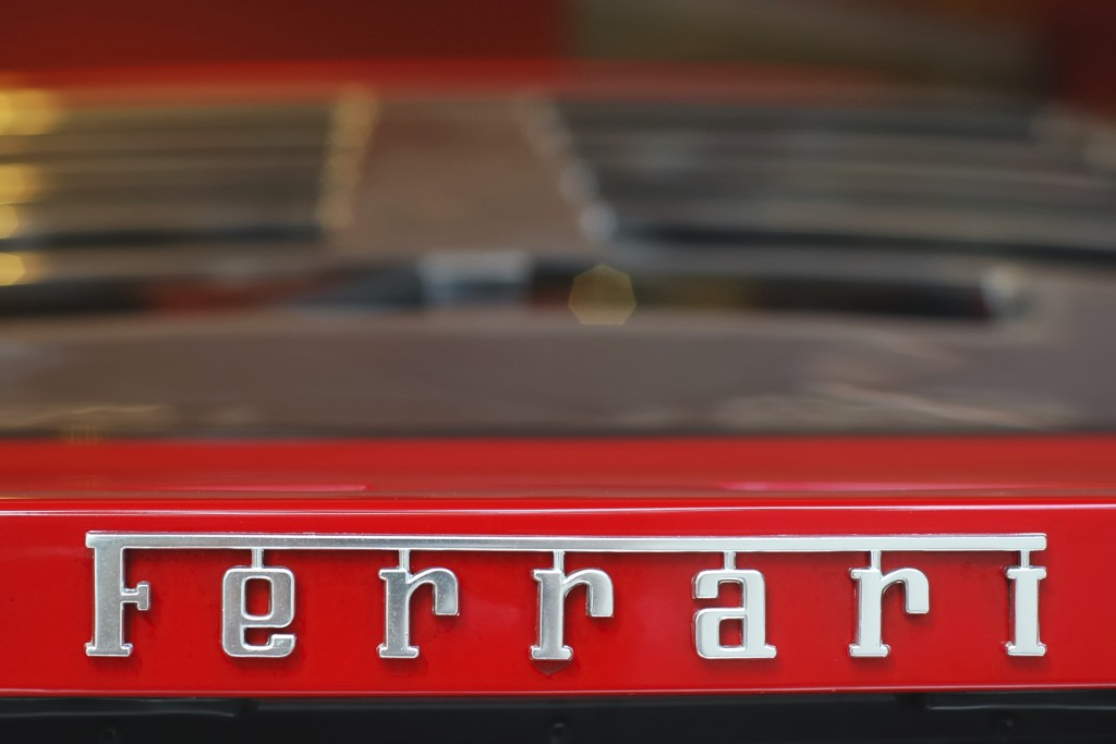 Ferrari name on a red F40.